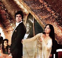 Perveen Babi & Amitabh Bachchan in Shaan Bollywood Stars, Bollywood Fashion, Bollywood Actress, Parveen Babi, Film World, Vintage Bollywood, Amitabh Bachchan, Indian Movies, Iconic Women