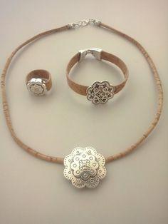 Colar, Pulseira e Anel em Cortiça C/ Medalha Flor