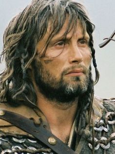 Mads Mikkelsen Tristan (King Arthur) and his hawk made the movie. Mads Mikkelsen, King Arthur Film, Beautiful Men, Beautiful People, Hello Gorgeous, Roi Arthur, Nbc Hannibal, Knight In Shining Armor, Fantasy Films