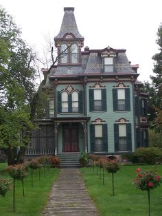 "this looks like the awesome house in ""Practical Magic"".  I love it!"