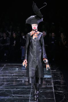 Alexander McQueen Fall 2009 Ready-to-Wear Fashion Show - Siri Tollerød
