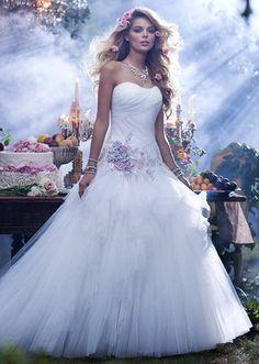 Des robes de mariée signées Disney sur http://www.flair.be/fr/mode/310681/des-robes-de-mariee-signees-disney