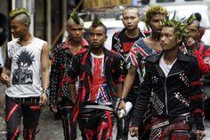 Burma celebrates Thingyan with punk rockers and lots of water Emo, Estilo Punk Rock, Afro Punk Fashion, Men's Fashion, Punk Boy, Riot Grrrl, New Romantics, Skinhead, Celebrities