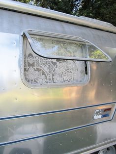 ...lovely idea instead of a screen.....in a future shabby chic trailer restoration maybe...