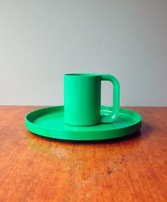 Mod Plastic Heller Vignelli Green Max Mug / Plate via Etsy. #lifeinstyle #greenwithenvy