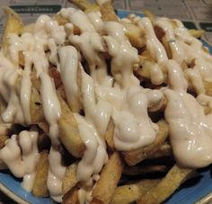 Patatas fritas con mahonesa y brava en @jalos