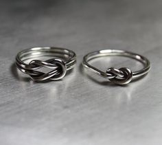 Sterling Silver Knot Ring Simple and Thin por JenniferWoodJewelry