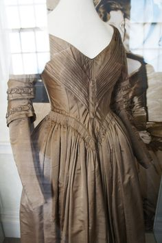 Day Dress, 1842-1843 - Beige silk and cashmere mix, lined with white cotton