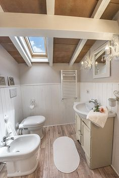 Bathroom on the first floor- Villa Il Biancospino