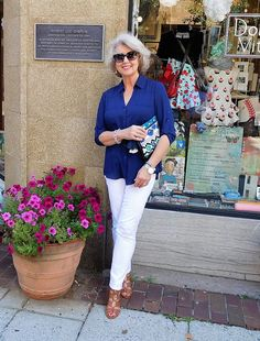Shown below is one of my favorite looks from last summer. Summer 2016 Classic shapes in solid colors, lightweight fabric, and great fit are my summer wardrobe heroes. Wearing solid basics on their own