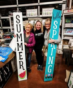 Can't wait for Spring! Love these adorable reversible Spring/ Summer Porch Signs and The Traveling Happy Market in Puyallup, WA! We will be a vendor again in March! Pallet Crafts, Wooden Crafts, Summer Porch, Spring Summer, Natural Wood Decor, Porch Kits, Front Porch Signs, Summer Signs, Holiday Signs