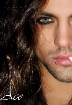 Guy liner and lip ring Gorgeous Men, Beautiful People, Guy Liner, Gothic Men, Goth Guys, Hommes Sexy, Mi Long, Male Beauty, Perfect Man