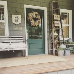 Awesome 40 Rustic Farmhouse Front Porch Decorating Ideas https://rusticroom.co/2340/40-rustic-farmhouse-front-porch-decorating-ideas