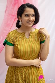 Simple Kurti Designs, New Kurti Designs, Sari Blouse Designs, Fancy Blouse Designs, Kurti Designs Party Wear, Salwar Designs, Neck Designs For Suits, Sleeves Designs For Dresses, Blouse Neck Designs