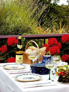 Hotel Beau Site - Dimore D'Epoca in Francia Place Settings, Table Settings, Alfresco Designs, Outdoor Spaces, Outdoor Living, Outdoor Dinner Parties, Table Top Design, Wild Strawberries, Al Fresco Dining