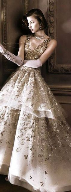 Fashion is Art?...Oscar de la Renta. Should have been a movie star so I could wear these ridiculously beautiful dresses!