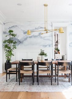 Vintage Interior Design Yes, always yes to a good wallpaper! Love this one in the dining room designed by Amber Interiors - Dining Room Walls, Dining Room Lighting, Dining Room Design, Dining Room Furniture, Dining Room Wallpaper, Wall Paper Dining Room, Room Chairs, Living Room, Modern Dining Chairs
