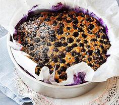 Pistetään suut sinisiksi ihanan mustikkapannarin myötä! Tarjoa tämä herkku vaniljakastikkeen tai -jäätelön kera.