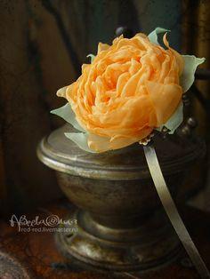 Ободок для волос с оранжевым цветком из ткани.. Ободок для волос с небольшим оранжевым цветком из ткани.    -----  Хотите быть в курсе новинок?  Выберите опцию 'Добавить в круг'.    Информация о доставке www.livemaster.