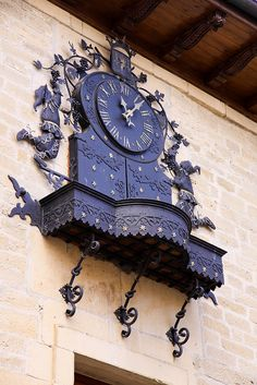 Picture a sun-drenched, white-washed house with a shady courtyard, perched on a cliff-top site in Spain. Sistema Solar, Tableaux D'inspiration, Tick Tock Clock, Unusual Clocks, World Clock, Outdoor Clock, Big Clocks, Father Time, Somewhere In Time