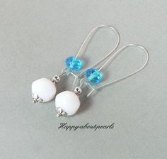 beautiful elegant earring     *Ohrhänger Opal Glasperlen aus Gablonz sehr edel*    Diese Ohrhänger sind sehr wirkungsvoll, relativ leicht, sind nicht aufdringlich und trotzdem ein