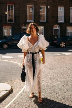 The Best Street Style Looks from London Fashion Week (.- The Best Street Style Looks from London Fashion Week (so far!) The Best Street Style Looks from London Fashion Week (so far! Fashion Week, Love Fashion, Spring Fashion, Fashion Outfits, Fashion Tips, Fashion Design, Fashion Clothes, Fashionable Outfits, Fashion Hacks