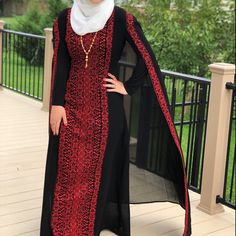 Long black Sleeveless Kimono / Vest / Jaket with Gold Palestinian Embroidery / corss stitch The belt is included in the price. The Kimono is also available in red embroidery Girls Black Dress, Black Long Sleeve Dress, Designer Kurtis, Arabic Dress, Beautiful Black Dresses, Palestinian Embroidery, Afghan Dresses, Embroidery Dress, Gold Embroidery