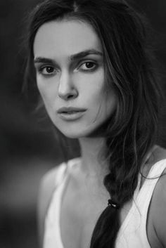 Keira Knightley- love this whole look. I sooo look up to her! Pretty People, Beautiful People, Beautiful Women, Photo Portrait, Portrait Photography, Keira Christina Knightley, Keira Knightley Hair, English Actresses, Famous Faces