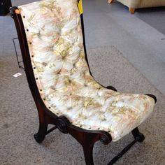 #Chair #vintage #photooftheday #hopehouse #thriftstore #thrift House Foundation, Barcelona Chair, Thrifting, Shop, Vintage, Furniture, Home Decor, Homemade Home Decor, Home Furnishings