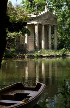Rom, Villa Borghese, Tempietto di Esculapio (Temple of Asclepius) - Baustil Nature Aesthetic, Travel Aesthetic, Northern Italy, Abandoned Places, Abandoned Castles, Aesthetic Pictures, Beautiful Places, Scenery, Around The Worlds