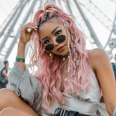 It& Festival Season! We& rounded up an array of hair looks that are perfect for Coachella, Lollapalooza, Bonnaroo and everything in between! Braided Ponytail, Braided Hairstyles, Cool Hairstyles, Updo Hairstyle, Wedding Hairstyles, Music Festival Makeup, Music Festivals, Rave Hair, Concert Hairstyles