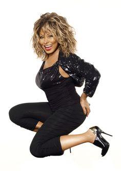 Anna Mae Bullock, conocida artísticamente como Tina Turner ( 26 de noviembre de 1939)