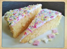 Recipe Simple school sponge cake with white icing and sprinkles recipe how to make Tray Bake Recipes, Easy Cake Recipes, Sweet Recipes, Baking Recipes, Dessert Recipes, Baking Ideas, Kids Baking, Waffle Recipes, Yummy Recipes