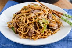 Slimming Eats Low Syn Beef Chow Mein - dairy free, Slimming World and Weight Watchers friendly Low Calorie Recipes, Healthy Recipes, Healthy Eats, Diet Recipes, Slimming World Fakeaway, Bug Food, Beef Chow Mein, Weight Watchers Pasta, Lunch Recipes