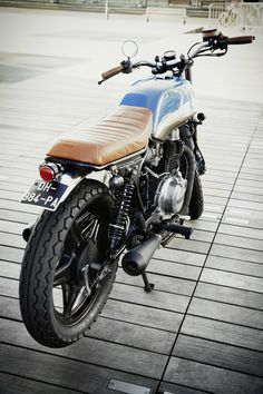 Honda CB400N - Ateliers Auguste X Dauphine Lamarck |Photo © Götz Göppert