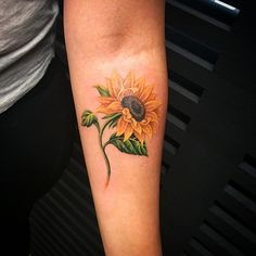 lazerliz's photo on Instagram Sunflower tattoo #sunflowertattoo