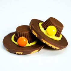 Chocolate Pilgrim Hats - Adorable and Delicious Thanksgiving Treats for Kids - Southernliving. Watch: Chocolate Pilgrim Hats (chocolate treats for kids) Thanksgiving Snacks, Holiday Snacks, Holiday Recipes, Thanksgiving Cupcakes, Thanksgiving Turkey, Thanksgiving Prayer, Fall Snacks, Thanksgiving Outfit, Thanksgiving Decorations