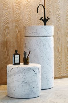 Marmo Spirito pedestal washbasin and side table in Carrara marble, sleek and sophisticated, they bring style and elegance into the bathroom. Bathroom Spa, Bathroom Toilets, Modern Bathroom, Small Bathroom, Washroom, Downstairs Bathroom, Paris Design, Minimalist Bathroom, Wet Rooms