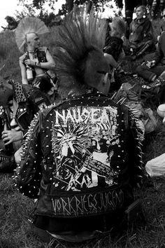 Up tha punx! Anti Fashion, Punk Fashion, Punk Mohawk, Punk Subculture, Estilo Punk Rock, Punk Baby, Crust Punk, Punk Jackets, Rock Hairstyles