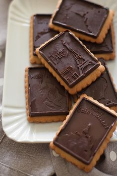petit beurre to wholemeal oat and chocolate Holiday Desserts, Easy Desserts, Chocolate Delight, My Dessert, Pastry Shop, Brownie Cookies, Cookie Recipes, Martini, Biscuits