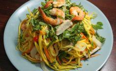 Cách làm GỎI XOÀI TÔM THỊT Vietnamese Recipes, Asian Recipes, Ethnic Recipes, Vietnamese Food, Food To Make, Spaghetti, Cooking, Foods, Salad