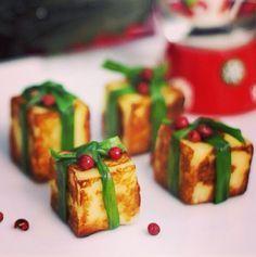 Esses dias eu estava pensando em que carne postar para o menu da ceia de Natal... Se vc clicar na categoria Natal (lado direito do blog), tem receitas de entradas, acompanhamentos e sobremesa... so não tem receita de peru, chester, tender... aí pensei: esse ano eu... #aperitivo #natal #petisco