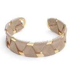 Fine manchette (largeur 2cm) polie et dorée à l'or fin entrelacée de ruban. Christelle dit Christensen