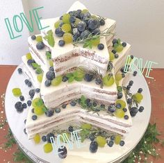 *̣̣̥◌⑅⃝♡ 珍しいお星さまの形の #ウェディングケーキ  * ケーキは#ネイキッドケーキ 風で カジュアルな雰囲気が可愛い ^ たっぷりの#マスカット と#葡萄 、 #ブルーベリー も美味しそうです✨✨ ♡*̣̣̥◌⑅⃝ photo by @art_bell_ange_nagoya #プレ花嫁#卒花嫁#卒花#結婚式#結婚#結婚式準備#ウェディングレポ#婚約中#婚約#プロポーズ#ケーキ#スターウェディング#ケーキ入刀#ナチュラルウェディング#marry#marryxoxo