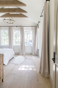 Heights House Full Tour: Moving In Heights House Full Tour: Einzug Home Bedroom, Master Bedroom, Bedroom Decor, Bedrooms, Modern Bedroom, Home Interior, White House Interior, Interior Plants, Home Decor Inspiration