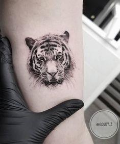 State-of-the-art Fine Line Realistic Tattoos by Zlata Kolomoyskaya - awesome fine line tiger tattoo © tattoo artist Zlata Kolomoyskaya 💓💓💓💓💓 Be - Tiger Tattoo Small, Tiger Head Tattoo, Head Tattoos, Sleeve Tattoos, Dragon Tattoos, Mini Tattoos, Tiger Tattoo Klein, Small Tattoos For Guys Arm, Tiger Tattoodesign