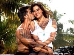 Aawara Official Video Song From Alone Movie | Ft. Bipasha Basu, Karan Singh Grover