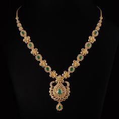 Diamond Necklace Set, Emerald Necklace, Diamond Jewelry, Gold Necklace, Gold Chain Design, Gold Jewellery Design, Gold Jewelry Simple, Simple Necklace, Gold Pendant