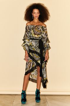 Sonia Rykiel Pre-Fall 2019 Fashion Show Collection: See the complete Sonia Rykiel Pre-Fall 2019 collection. Look 22 Sonia Rykiel, Vogue Paris, Afro, Models, Fashion Show Collection, Mannequins, Skirt Fashion, Women's Fashion, Affordable Fashion