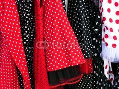 Kleider in Rot und Schwarz im Stil der Fünfzigerjahre bei den Golden Oldies in Wettenberg Krofdorf-Gleiberg